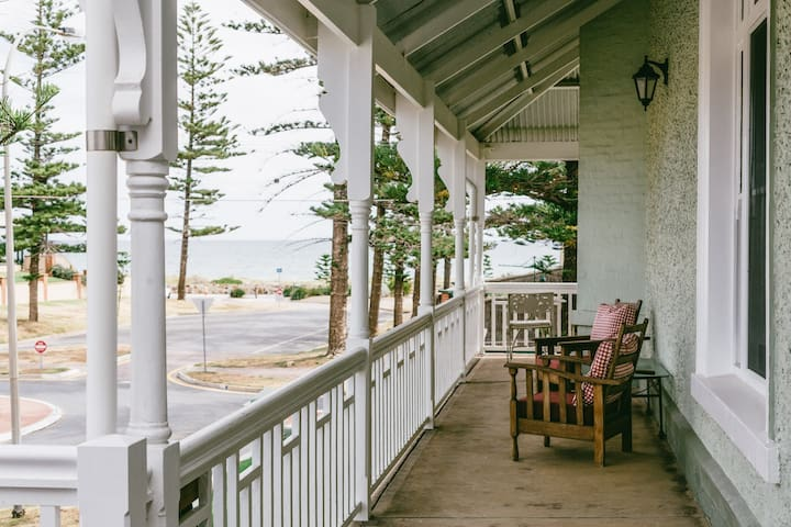 Homestay, beachside in Grange, Adelaide - Grange - House