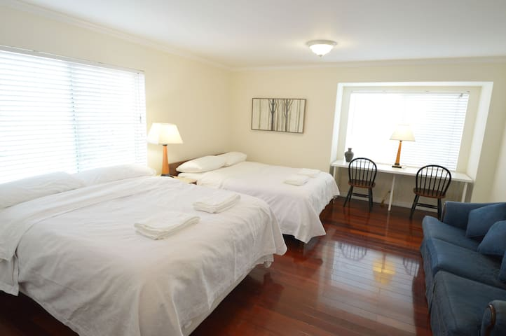 1332C Large Double Queen-Bed Room near SFO