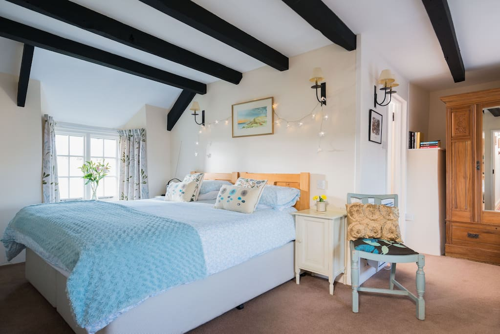 Lovely light airy room with double aspect windows and a huge 6 ft bed.