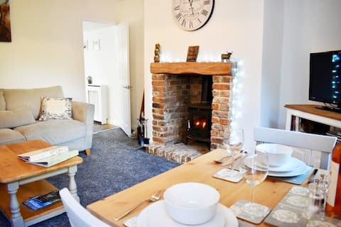 Cross Row Cottage: We Pay All Fees! Home From Home