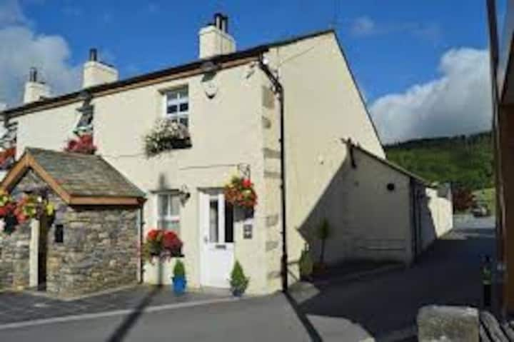 No.3 Wilsons Cottage, Pet Friendly *Hot Tub*