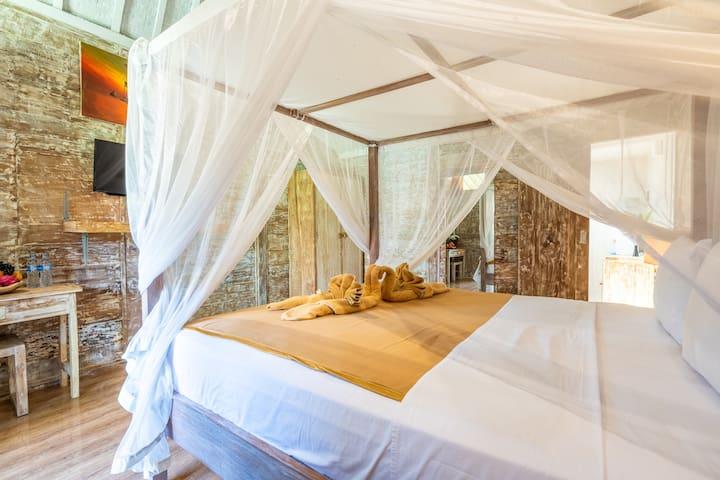V16 Traditional Balinese Huts Close to Echo Beach