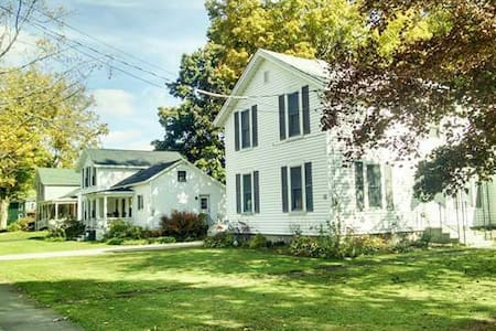 Cozy 2bds/1.5bath w/WiFi & parking - Franklinville - House