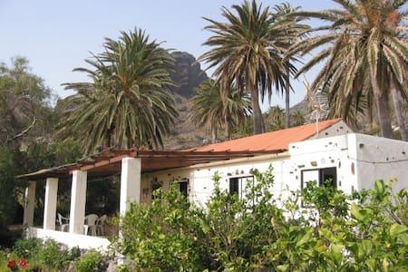 AMAZINGLY  PEACEFUL  RURAL HOUSE . - Santa Cruz de Tenerife