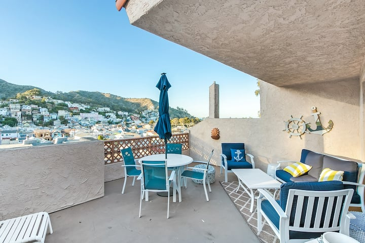 B41 - Bahia Vista Condo, Private Balcony, Pool, Hillside and Harbor Views