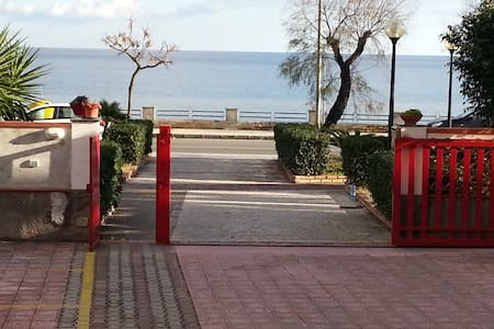 Il mare vicino Taormina - Roccalumera - Apartamento