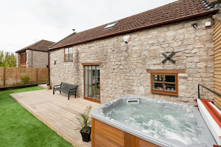 Self isolate in style 2 bed cottage farm location