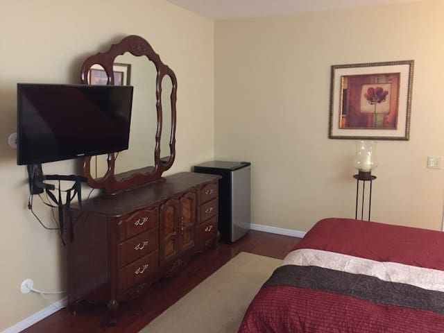 Aragon Villa Guest Room - Carpinteria - House