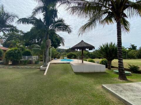 Lindo Sítio com 2 casas, piscina e espaço gourmet.