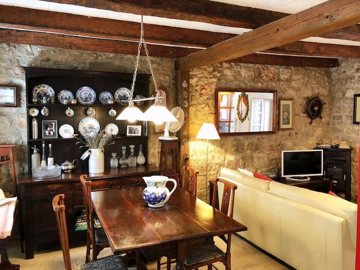 Quaint Old Stone Cottage in the heart of Vrboska