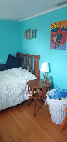 Second bedroom with twin.