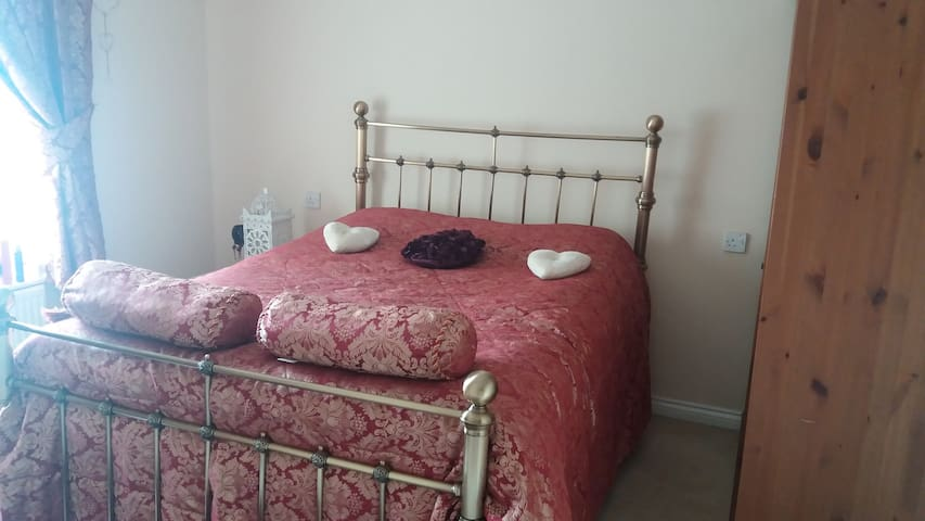 Detached 4 double bedrooms 20 mins from Cardiff