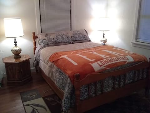 *Longhorn Rm w/ soft Full Bed, check-in all night