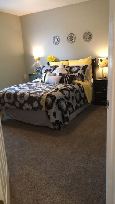 Full bed, ample clothing storage and a desk will make for a comfortable stay! Though not attached to the bedroom, you will have your own bathroom located in the hallway.