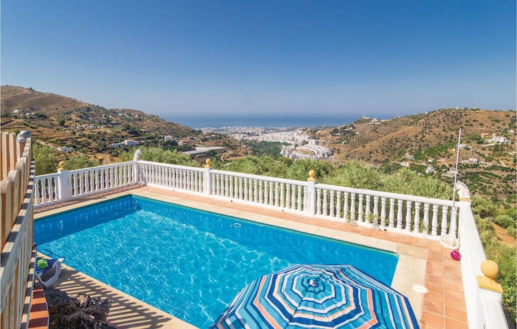 Holiday cottage with 5 bedrooms on 104m² in Torrox