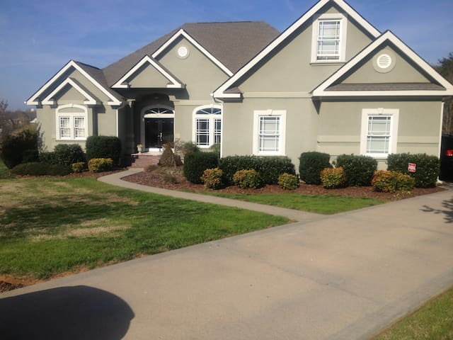 Beautiful home nr Charlotte Speedwa - Salisbury - Casa