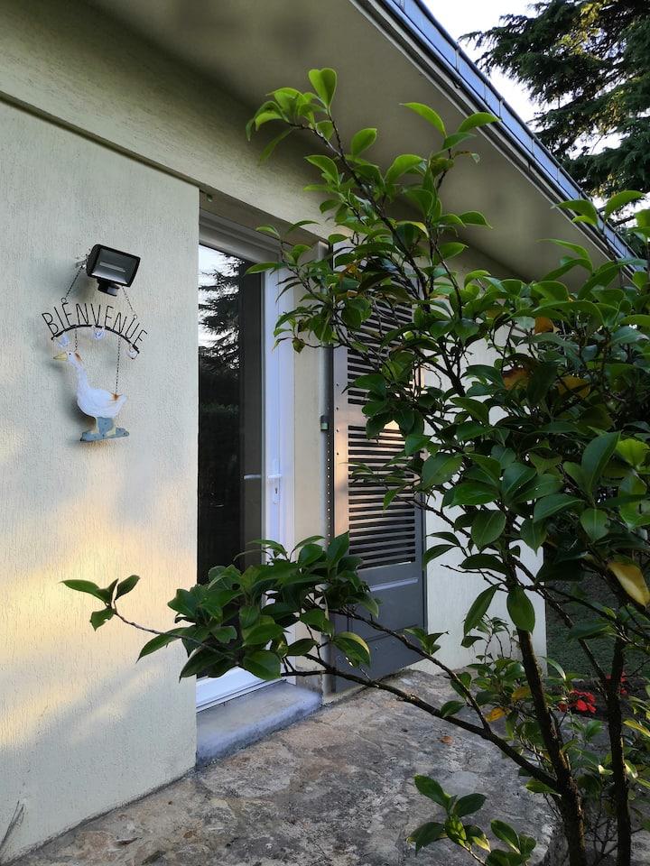 """Appartement """"cosy"""" avec jardin aux portes de Lyon"""