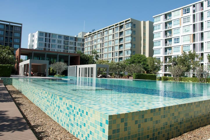 New condo, cozy resort style with enormous pool - Lejlighedskompleks