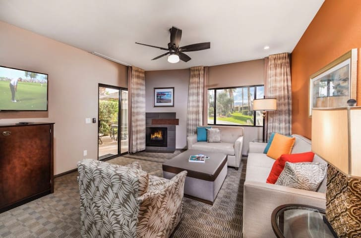 Palm Springs Resort Condo ~ 1 Bed/2 Bath 950 sq ft