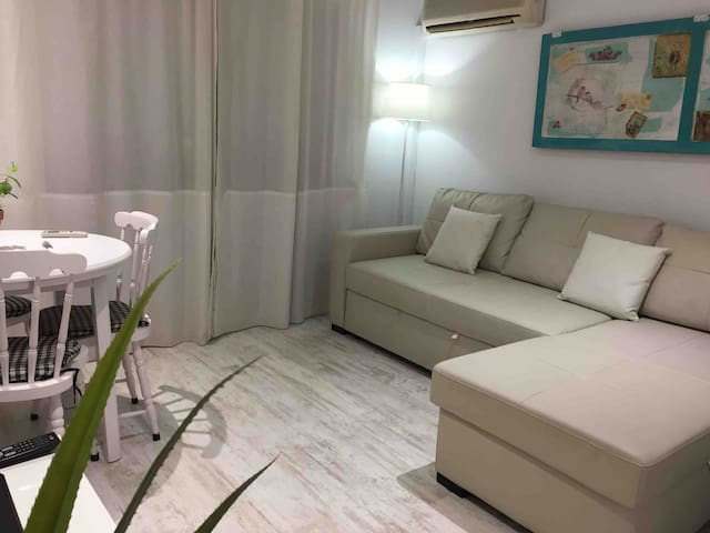 VERY CENTRAL APARTMENT, Near to the Beach