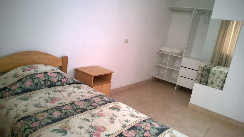Alquilo Amplia Habitación - Lima - House