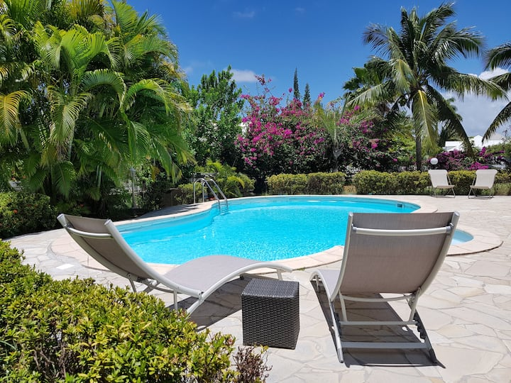 Gîte gwada mango T2 piscine, 150m plage, climatisé