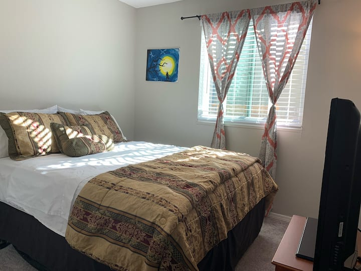 Copasetic room in Shared Home near Denver&Airport