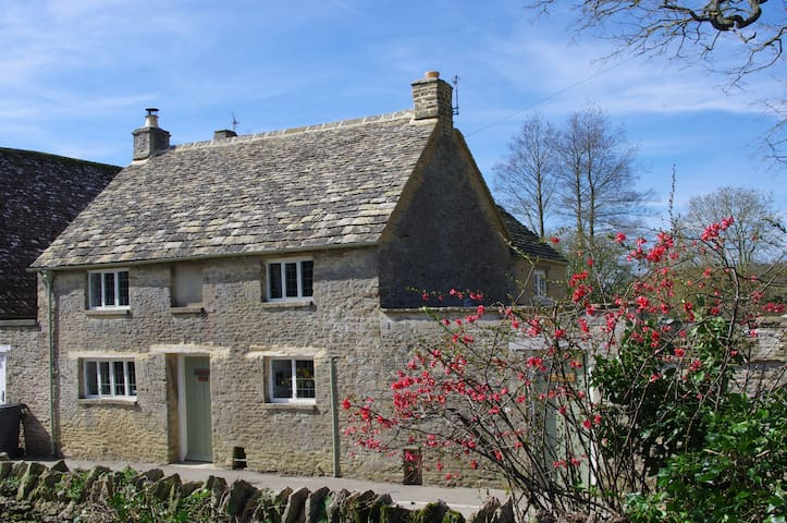 Maisey Cottage, a cosy retreat in the Cotswolds. - Kencot - Rumah