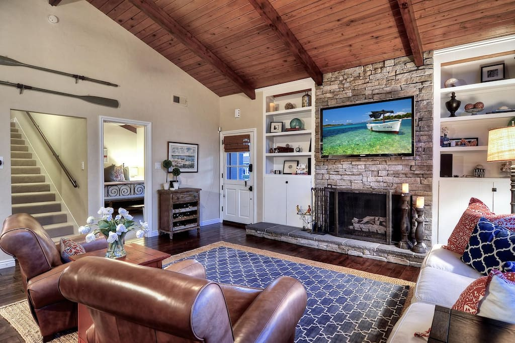 Living room with relaxing chairs, fireplace and big screen TV!