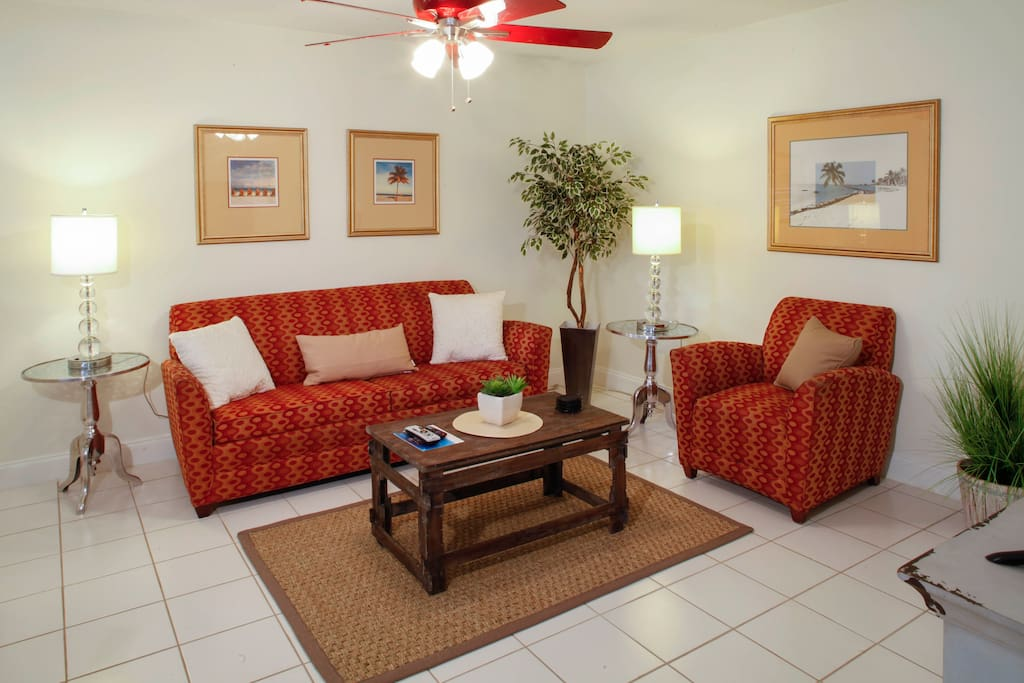 Living room with a sofa to seat 5 that also coverts to a queen-size pull-out bed to sleep 2 guests