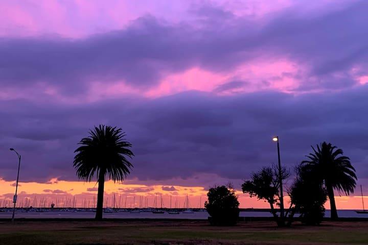St Kilda West Beach View 1 Bdm Apt with Carpark