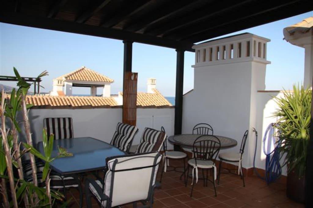 Terraza ático de 60 m2 con kitchenette y aseo