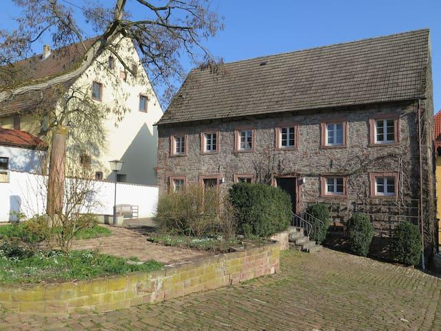 """Schloss Adelsberg - Zimmer """"Saale"""" - Gemünden am Main - Appartement"""