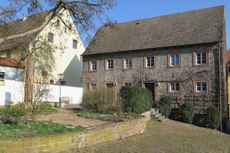 """Schloss Adelsberg - Zimmer """"Saale"""" - Gemünden am Main - Wohnung"""