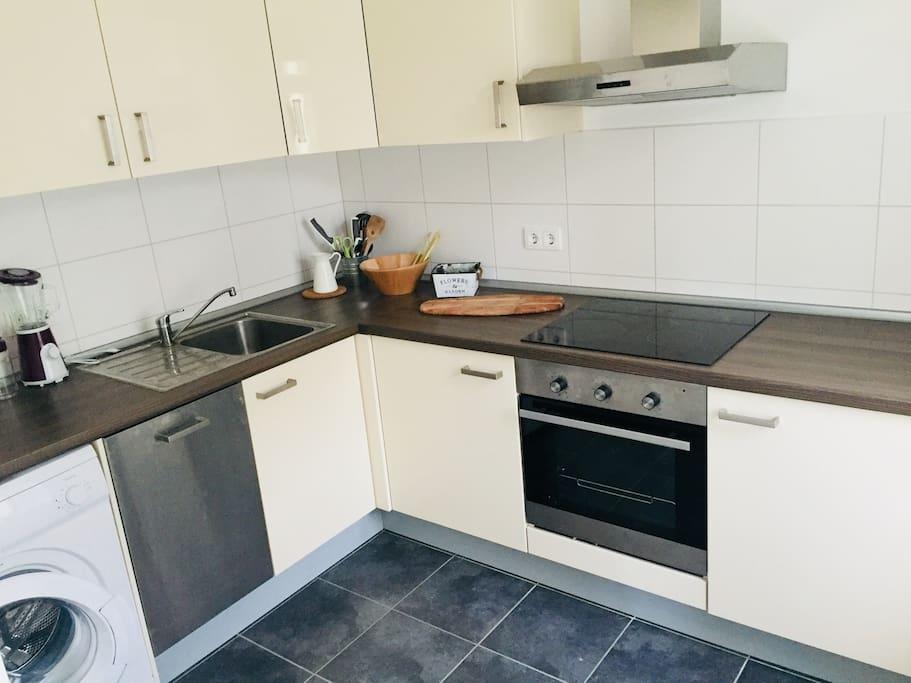 EBK mit Geschirrspüler & Waschmaschine