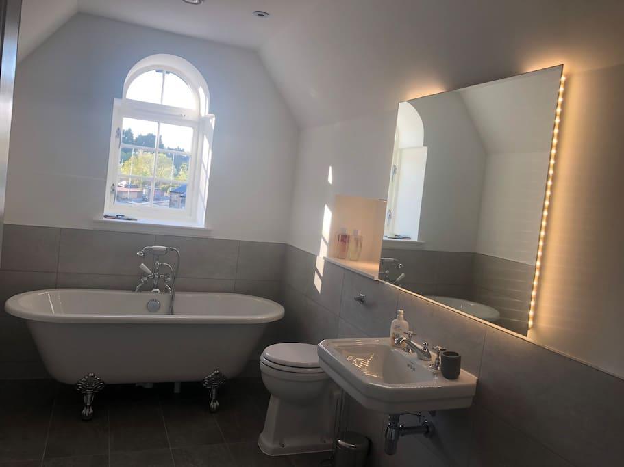 En-suite (Master Bedroom)