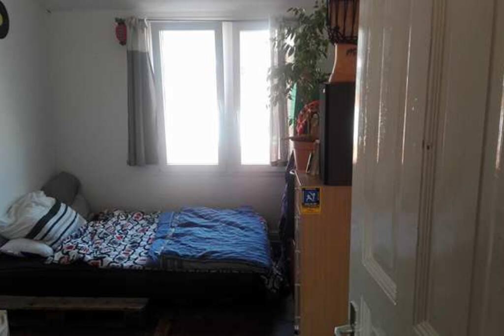 gem tliches und kleines zentral zimmer in kiel flats for rent in kiel schleswig holstein germany. Black Bedroom Furniture Sets. Home Design Ideas
