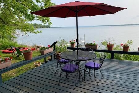The Cottage on Cayuga Lake : Finger Lakes Region