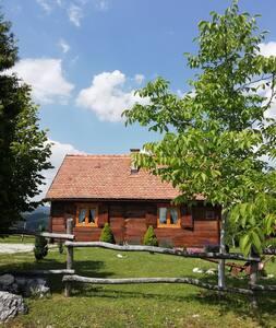 Park prirode i mi.. Stara hiža Vlašić