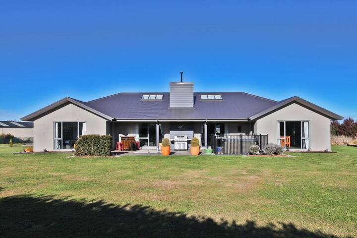 Relax in a warm modern home - Leithfield - Hus