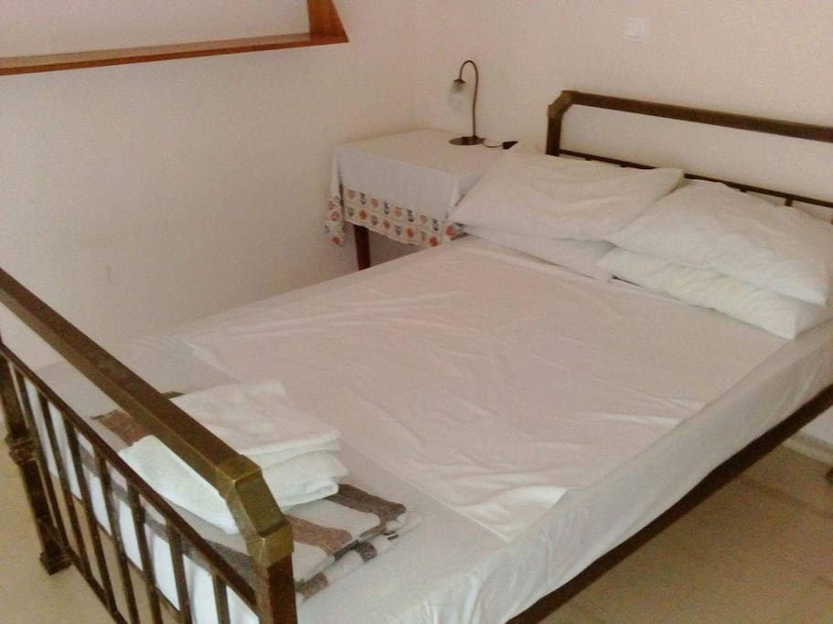 Bedroom with one double bed, 140x2