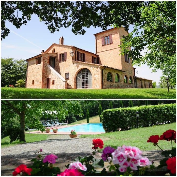 Casale Palazzo Bello con piscina 12-20 persone