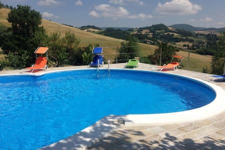 Casale rustico con piscina  e wi fi - San Severino Marche