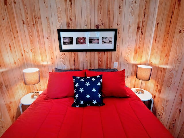 All American Cottage - Sleeps 4