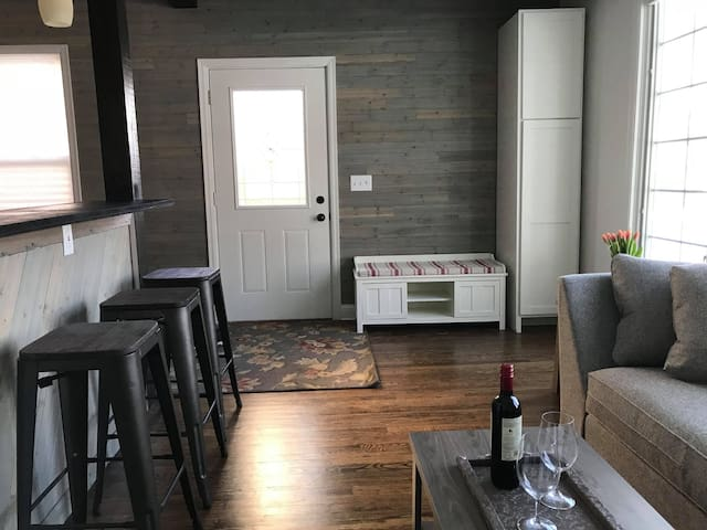 Sunny Cozy Home near LightRail-10min to dwntwn/MSP