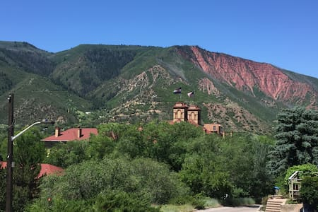 Downtown Studio w/Views & Garage - Glenwood Springs - Apartment