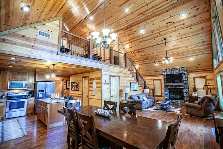 5-S Cabin is Perfect for 2 couples or a family. This new cabin offers two king bedrooms with beautiful roomy master baths and TVs for each, queen sleeper in the loft.   Pool table. Sleeps 8 – Kaniatobe Trails West – Pets allowed, fee required