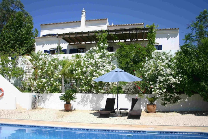 Beautiful 4 bedroom villa with private pool