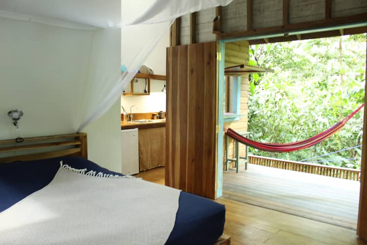Jungle Cabin ideal to SURF PAUNCH - own kitchen