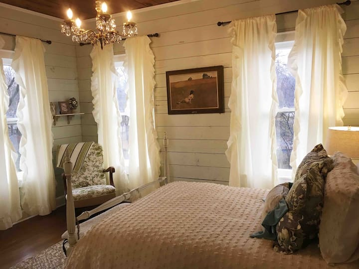 The Margaret Magnolia Room at The Hoefer House